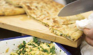 チーズと香り野菜の包み焼き